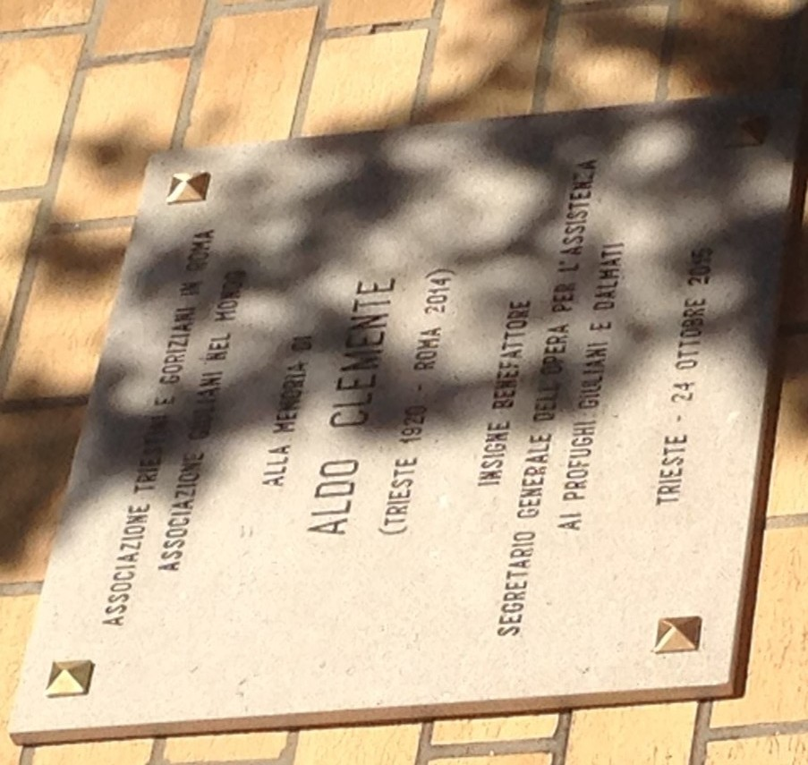 Cerimonia scoprimento targa alla memoria di Aldo Clemente